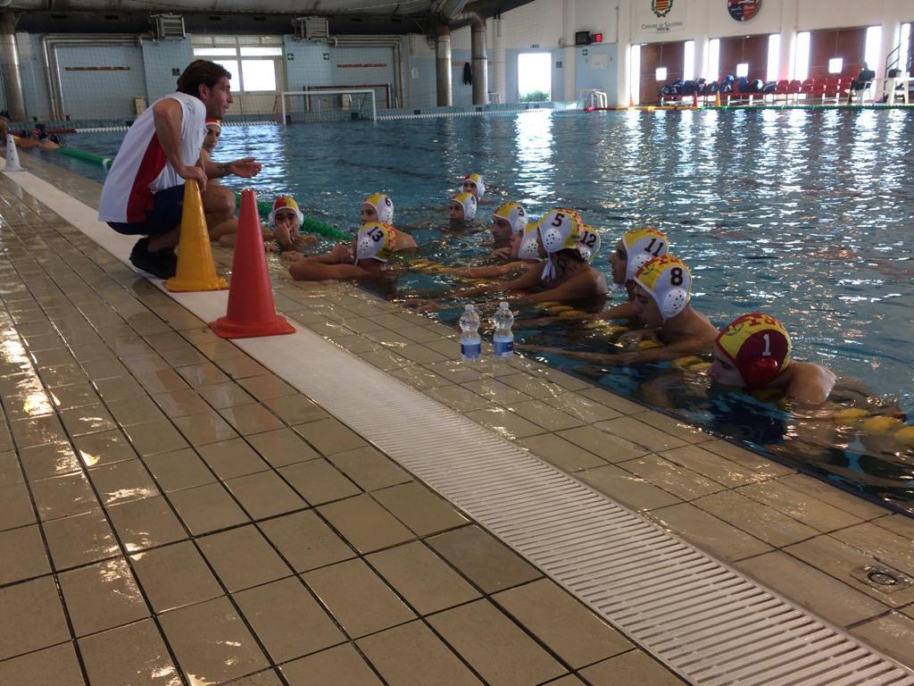 Si torna finalmente in vasca, a giocare. Primo impegno per le giovanili al Memorial Emidio Della Pietra a Ponticelli